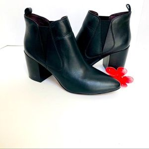 Report Signature gorgeous ankle booties.